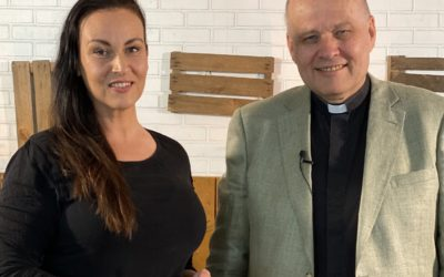 Julie Dahle til Hovedstaden med pastor Torp